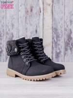 Czarne buty trekkingowe traperki ocieplane z wywiniętą wełnianą cholewką i ozdobnym zapięciem                                                                          zdj.                                                                         1