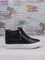 Czarne skórzane buty slip on ze złotym suwakiem i napisem                                                                          zdj.                                                                         1