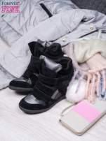 Czarne zamszowe sneakersy na rzepy z wstawkami                                                                          zdj.                                                                         2