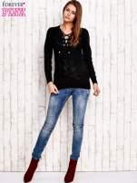 Czarny dzianinowy sweter z wiązaniem                                  zdj.                                  2