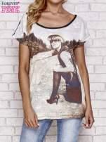 Czarny koronkowy t-shirt z nadrukiem dziewczyny                                  zdj.                                  1