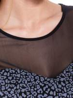 Czarny panterkowy t-shirt z transparentnym karczkiem                                  zdj.                                  4