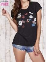 Czarny t-shirt z nadrukami                                  zdj.                                  1