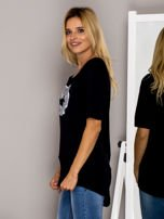 Czarny t-shirt z nadrukiem ust                                  zdj.                                  3