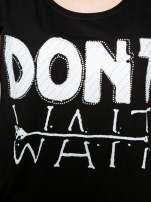 Czarny t-shirt z napisem DON'T WAIT