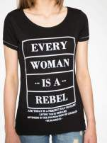 Czarny t-shirt z napisem EVERY WOMAN IS A REBEL                                  zdj.                                  8