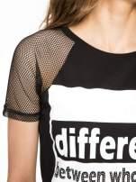 Czarny t-shirt z napisem i siateczkowymi rękawami                                                                          zdj.                                                                         5