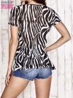 Czarny t-shirt z narzutką w zebrę