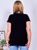 Czarny t-shirt z perełkami PLUS SIZE                                  zdj.                                  2