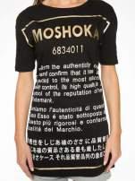 Czarny t-shirt z tekstowym nadrukiem i znakami chińskimi