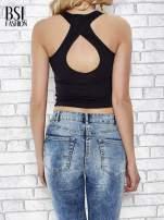 Czarny top ze skrzyżowanymi ramiączkami na plecach                                                                          zdj.                                                                         4