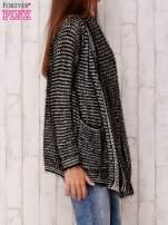 Czarny włochaty otwarty sweter                                   zdj.                                  3