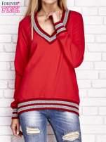 Czerwona bluza z dzianinowym wykończeniem                                  zdj.                                  1