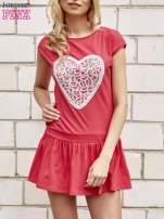 Czerwona dresowa sukienka tenisowa z aplikacją serca                                  zdj.                                  1