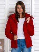 Czerwona kurtka puchowa z kapturem z futerkiem                                  zdj.                                  6