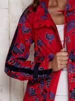 Czerwona kurtka w geometryczne wzory                                  zdj.                                  6