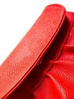 Czerwona mini torebka kopertówka z paskiem                                  zdj.                                  2