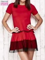 Czerwona sukienka dresowa z kontrafałdami i tiulem w groszki                                                                          zdj.                                                                         1