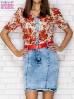 Czerwona sukienka w kwiaty z jeansowym dołem i paskiem                                                                          zdj.                                                                         1