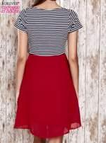 Czerwona sukienka z marszczonym dekoltem w paski                                  zdj.                                  2