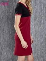 Czerwona sukienka ze złotymi guzikami                                  zdj.                                  4