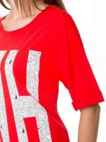 Czerwony t-shirt z nadukiem WHY? z przodu i na plecach                                  zdj.                                  6