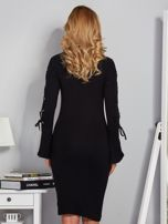 Dopasowana sukienka z rękawami lace up czarna                                  zdj.                                  2