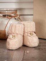 Dziergane buciki dziewczęce z kwiatuszkami beżowe                                  zdj.                                  1