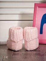 Dziergane buciki dziewczęce z kwiatuszkami jasnoróżowe                                  zdj.                                  2