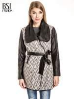 Ecru-czarny wzorzysty wełniany płaszcz ze skórzanymi rękawami