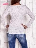 Ecru melanżowa bluzka z naszywkami                                  zdj.                                  4