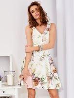 Ecru rozkloszowana sukienka w malarskie roślinne wzory                                  zdj.                                  1