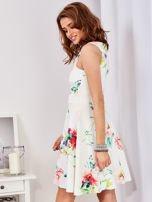Ecru sukienka w kolorowe kwiaty                                  zdj.                                  5