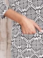 Ecru sukienka z graficznym wzorem i kieszeniami                                   zdj.                                  6
