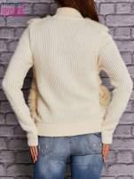 Ecru sweter na suwak z futerkiem                                  zdj.                                  2