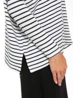 Ecru sweter w czarne paski o kroju oversize                                  zdj.                                  6