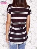 Ecru t-shirt z brązowym zwierzęcym nadrukiem i pasiastym tyłem                                  zdj.                                  2
