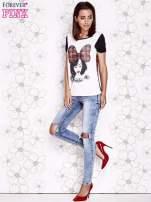 Ecru t-shirt z nadrukiem dziewczyny i tiulowym tyłem                                  zdj.                                  4