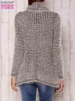 Ecru włochaty otwarty sweter                                   zdj.                                  4