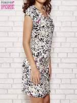 Ecru wzorzysta sukienka z drapowaniem                                                                          zdj.                                                                         3