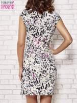 Ecru wzorzysta sukienka z drapowaniem                                                                          zdj.                                                                         4