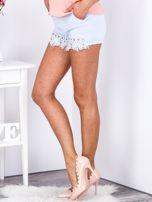 Eleganckie jasnoniebieskie szorty z ozdobną nogawką                                  zdj.                                  5