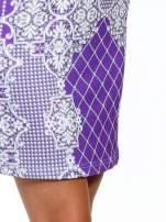 Fioletowa sukienka z koronkowym i kraciastym nadrukiem