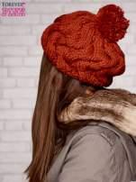 Fuksjowa dziergana czapka z pomponem                                                                           zdj.                                                                         2