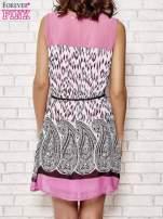 Fuksjowa sukienka boho z paskiem z frędzlami