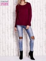 Fuksjowy dzianinowy sweter z dłuższym tyłem