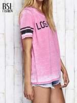 Fuksjowy t-shirt acid wash z napisem LOS ANGELES                                  zdj.                                  4