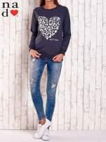 Grafitowa bluza z nadrukiem serca i napisem JE T'AIME                                   zdj.                                  3