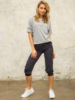 Grafitowe spodnie capri z aplikacją                                  zdj.                                  2