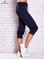 Grafitowe spodnie capri z siateczką z tyłu PLUS SIZE                                  zdj.                                  3